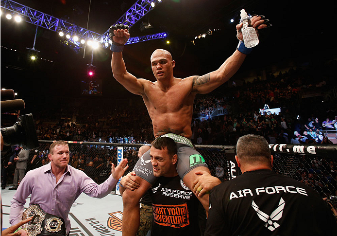 160102ufc181_11_lawler_vs_hendricks_014